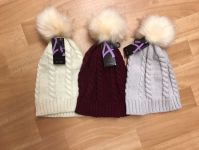 Ladies Cable Knit Hat With Pom Pom